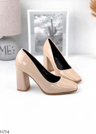 Элегантные бежевые лаковые женские туфли