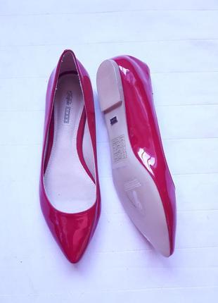Красивые лаковые туфли,балетки