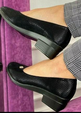 Легкие и очень удобные туфельки с небольшим каблучком