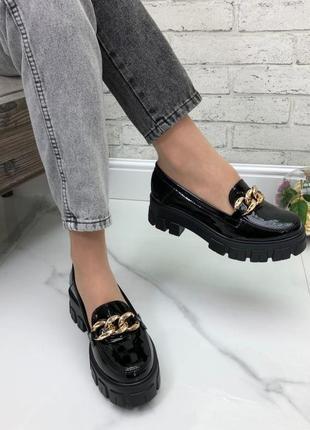 Женские туфли на фигурной подошве натуральный лак черные