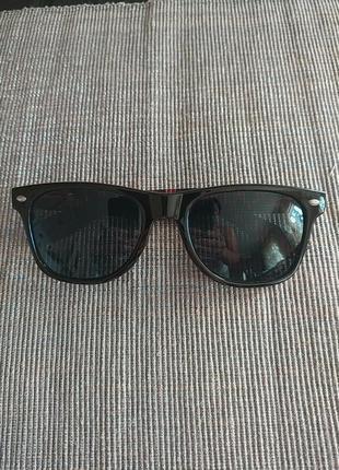 Стильні жіночі сонцезахисні окуляри