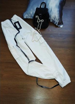 Белые штаны, джогеры, карго
