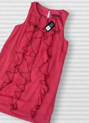 Роскошное коралловое платье с воланом atmosphere