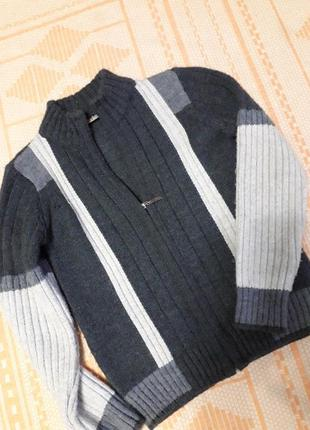Теплый свитер на молнии
