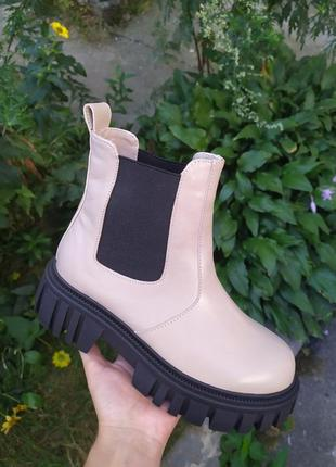 Ботинки кожаные бежевого цвета с резинкой деми