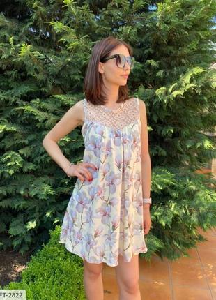 Платье с отделкой кружева