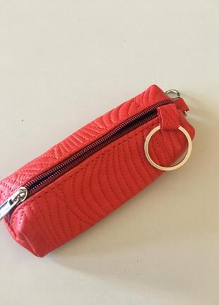Стильная красная ключница из натуральной кожи
