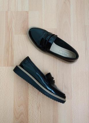 Класические туфли, лоферы, полуботинки чорные на платформе