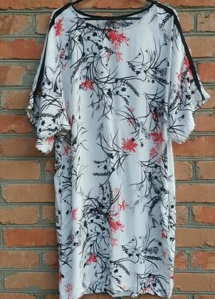 Роскошное вискозное платье в цветочный принт.