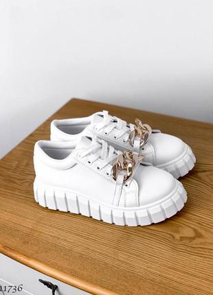 Шикарные белые женские кроссовки с цепью