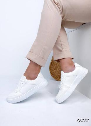 Женские кроссовки белые white