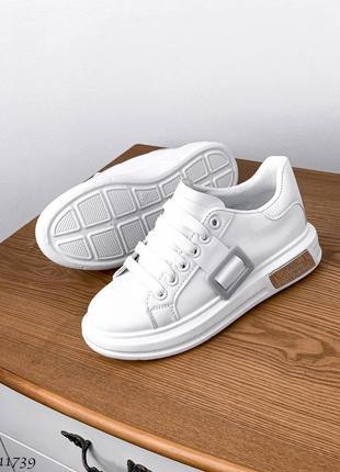 Практичные белые женские кроссовки ☺