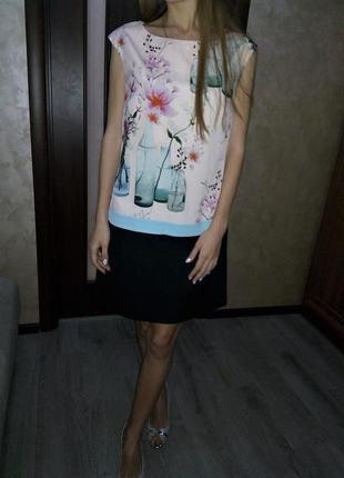 Лакшери  эксклюзивное лимитированой коллекции платье с фирменным  принтом  бренда