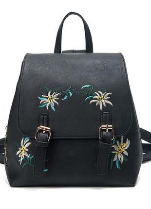 Красивый стильный женский рюкзак с вышивкой