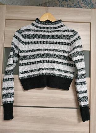 Стильный актуальный приятный укороченный свитер