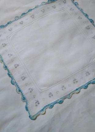 Платочек, вышивка, вязаное кружево