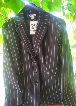 Модный новый пиджак