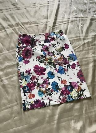 Sezone. , белая стрейч-юбка в яркие цветы, хлопок 97%