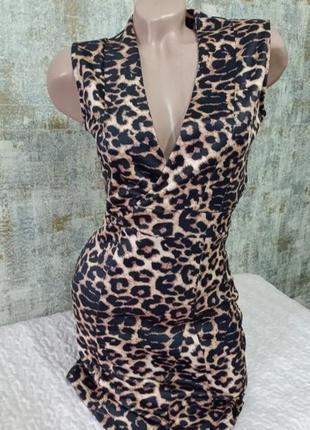 Очень красивое а вечернее платье в тигровый принт