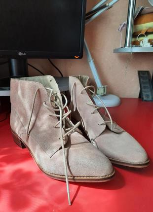 1+1=3 очень стильные замшевые ботинки 27