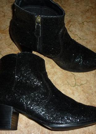 Демисезонные ботильоны сапоги ботинки покрытые глиттерами.