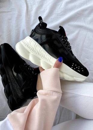 Женские стильные чёрные кроссовки на массивной подошве chain reaction под известный бренд жіночі чорні трендові кросівки під відомий бренд