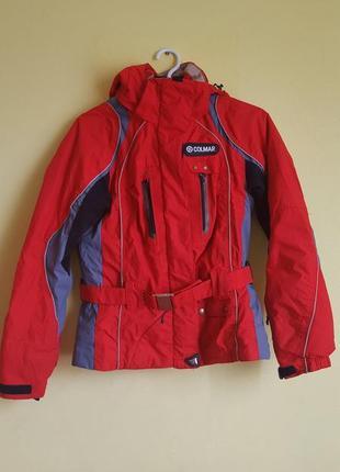 Спортивная красная куртка с поясом