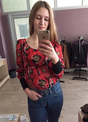 Блуза в цветочный принт маки