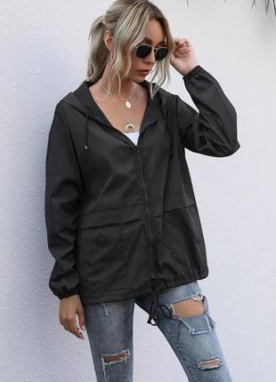 Женская куртка ветровка с капюшоном