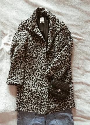 Стильное пальто.