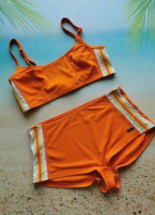 Оранжевый купальник, топ и шортики