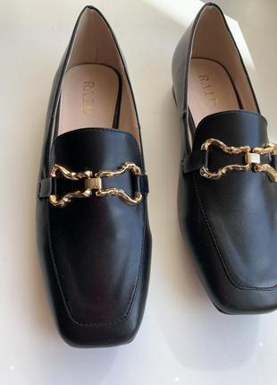 Лофери трендові жіночі,  квадратний носок.лоферы с золотистой отделкой raid clareta.