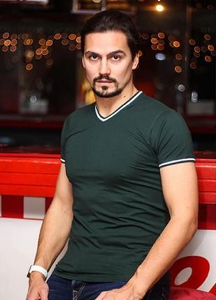 Мужская фирменная однотонная футболка, цвет: темно серый, v ворот