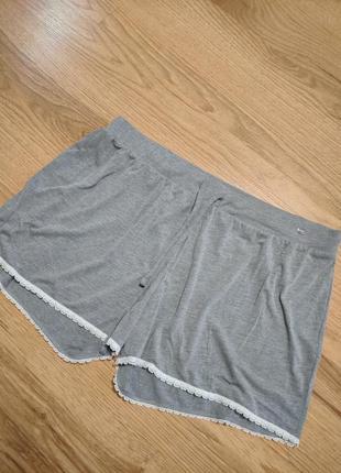 Нежные тонкие шорты