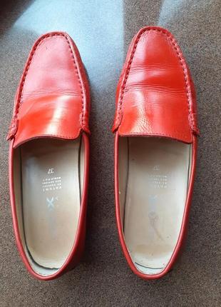 Червоні  шкіряні мокасини