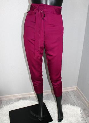Стильные эффектные марсала сливовые укороченные брюки с высокой посадкой хс