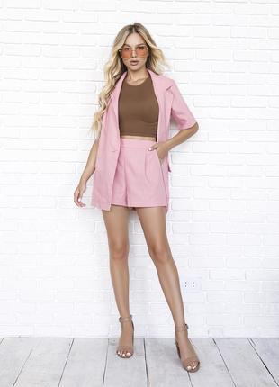 Розовый льняной костюм с шортиками
