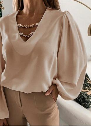 Блуза с широкими рукавами с декором