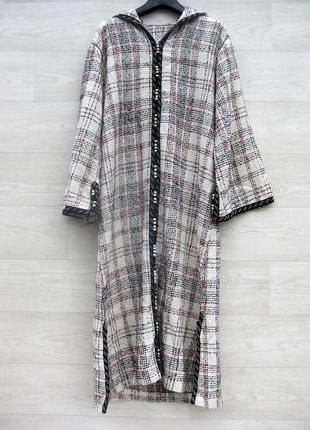 Длинное платье с капюшоном с карманами тёплое твидовое белое в клетку