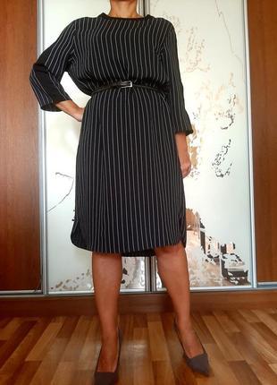 Черное базовое прямое платье в полосочку