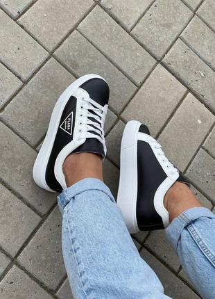 Кроссовки чёрные с белым