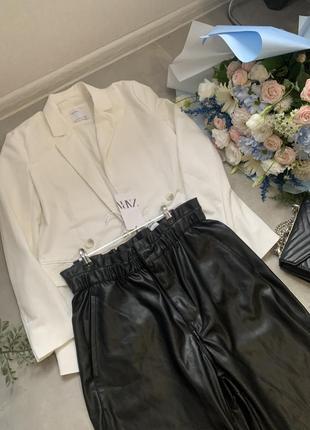 Чёрные кожаные брюки