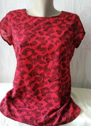 Красная блуза/футболка на подкладке.