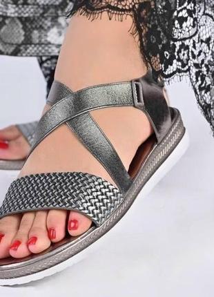 Лёгкие удобные босоножки / сандалии на низком ходу на резинке
