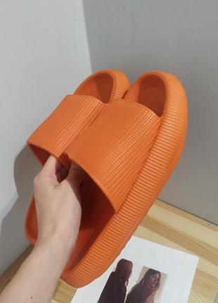 Мягкие объемные шлепки эва шлепанцы оранжевые сланцы тренд  шльопанці широкі