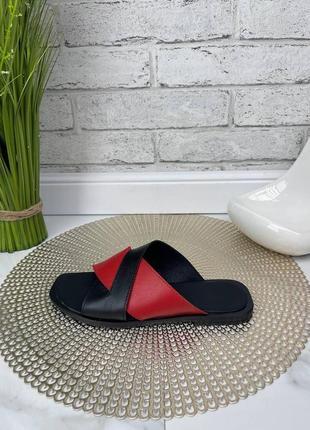 Шлепки шлепанцы женские черные красные кожаные на низком ходу плоской подошве из натуральной кожи