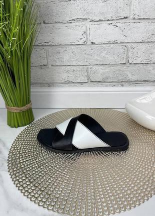 Шлепки шлепанцы женские черные белые кожаные на низком ходу плоской подошве из натуральной кожи кожа