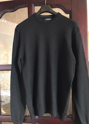 Черный свитер шерсть