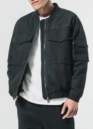 Демисезонная куртка бомбер чёрная из плотной ткани