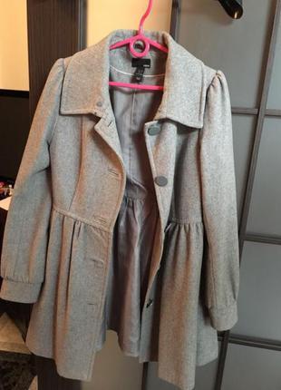 Серое драповое пальто